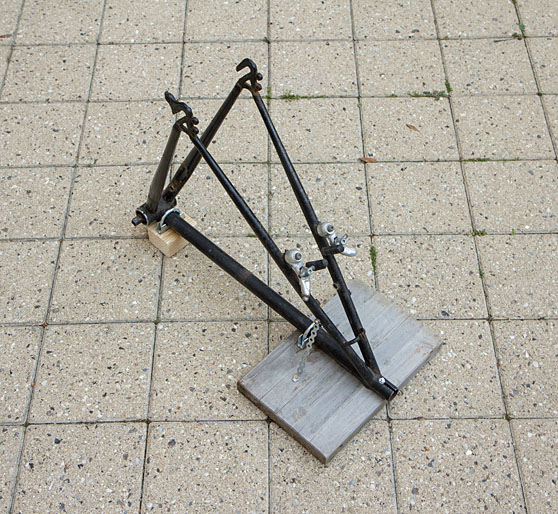 Truing stand without wheel mounted